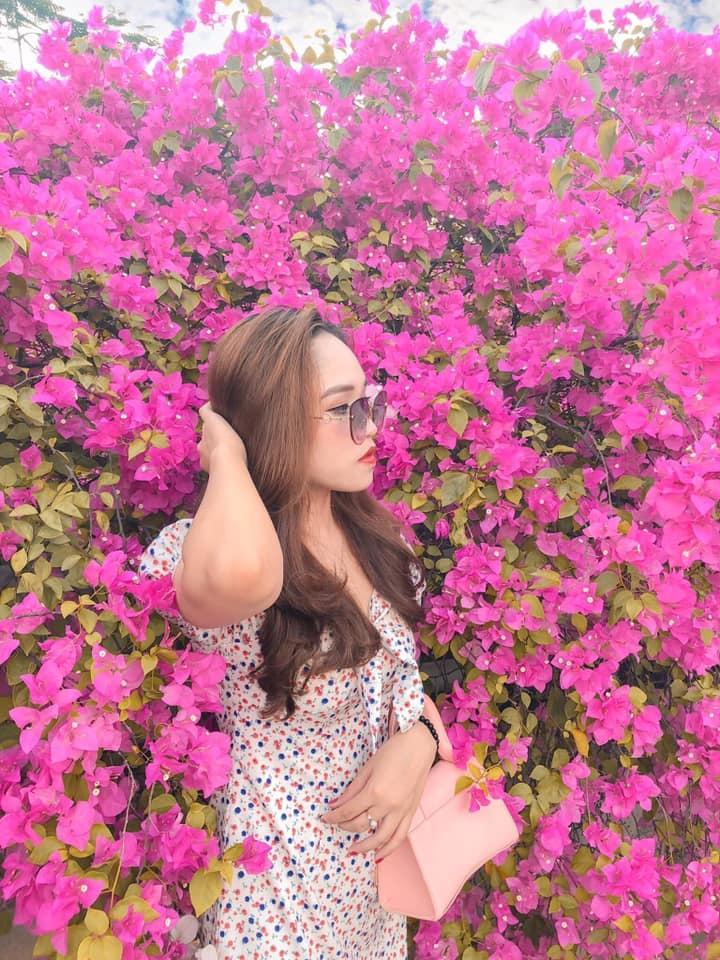Bạn gái cũ Quang Hải tạo dáng xinh đẹp trên con đường hoa giấy nổi khắp mạng xã hội-9