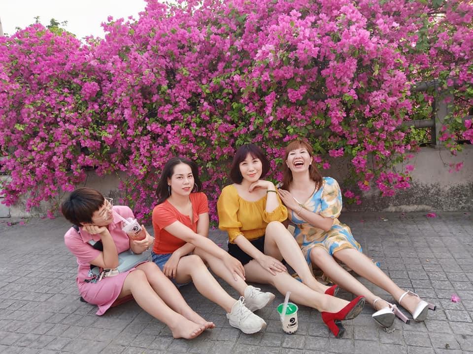 Bạn gái cũ Quang Hải tạo dáng xinh đẹp trên con đường hoa giấy nổi khắp mạng xã hội-12