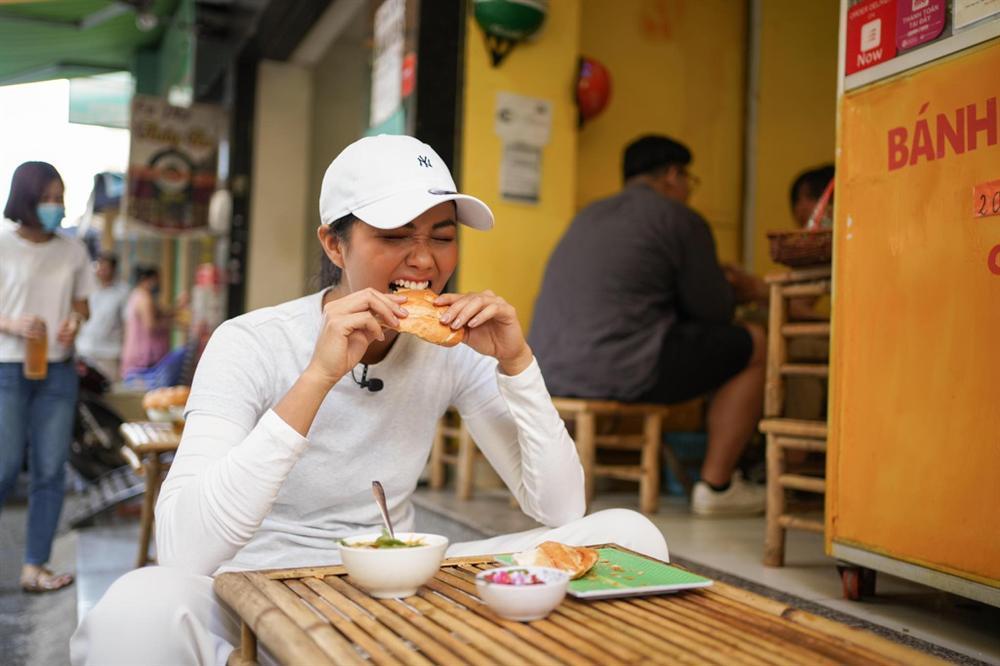 HHen Niê: Tôi rất dễ tăng cân nên luôn tự mang đồ ăn theo mình-2