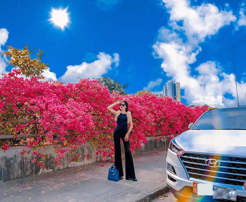 Bạn gái cũ Quang Hải tạo dáng xinh đẹp trên con đường hoa giấy nổi khắp mạng xã hội-6