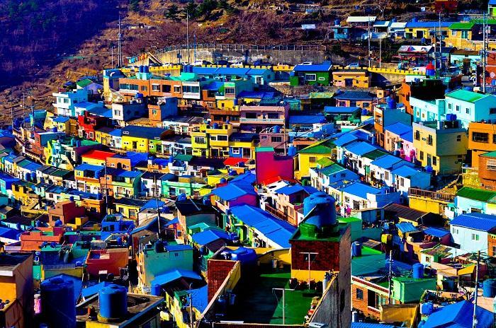Điểm mặt những ngôi làng bích họa rực rỡ sắc màu ở Châu Á khiến ai đến cũng phải mê-1