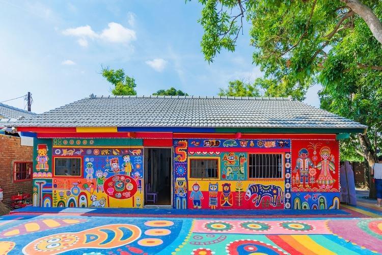 Điểm mặt những ngôi làng bích họa rực rỡ sắc màu ở Châu Á khiến ai đến cũng phải mê-14