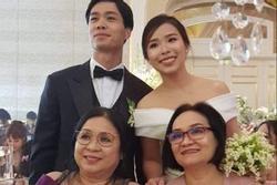 Ảnh nét căng Công Phượng và cô dâu Viên Minh nở nụ cười hạnh phúc trong lễ ăn hỏi