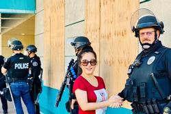 Nghệ sĩ Việt ở Mỹ lo lắng tình hình bạo động