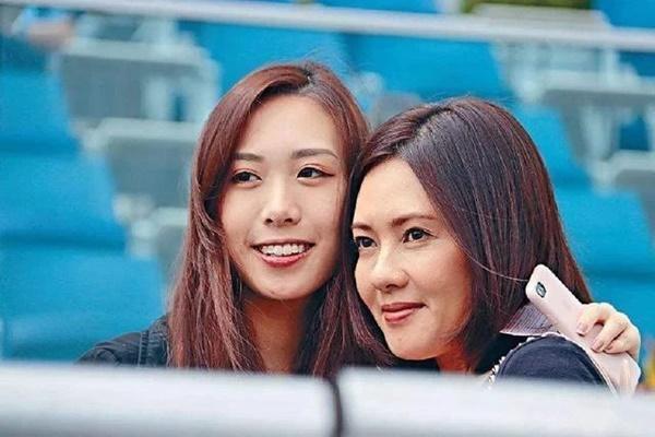 Nữ thần phim nóng Hong Kong: Lấy chồng xấu xí, đau đớn vì luôn bị người ta ruồng bỏ-9