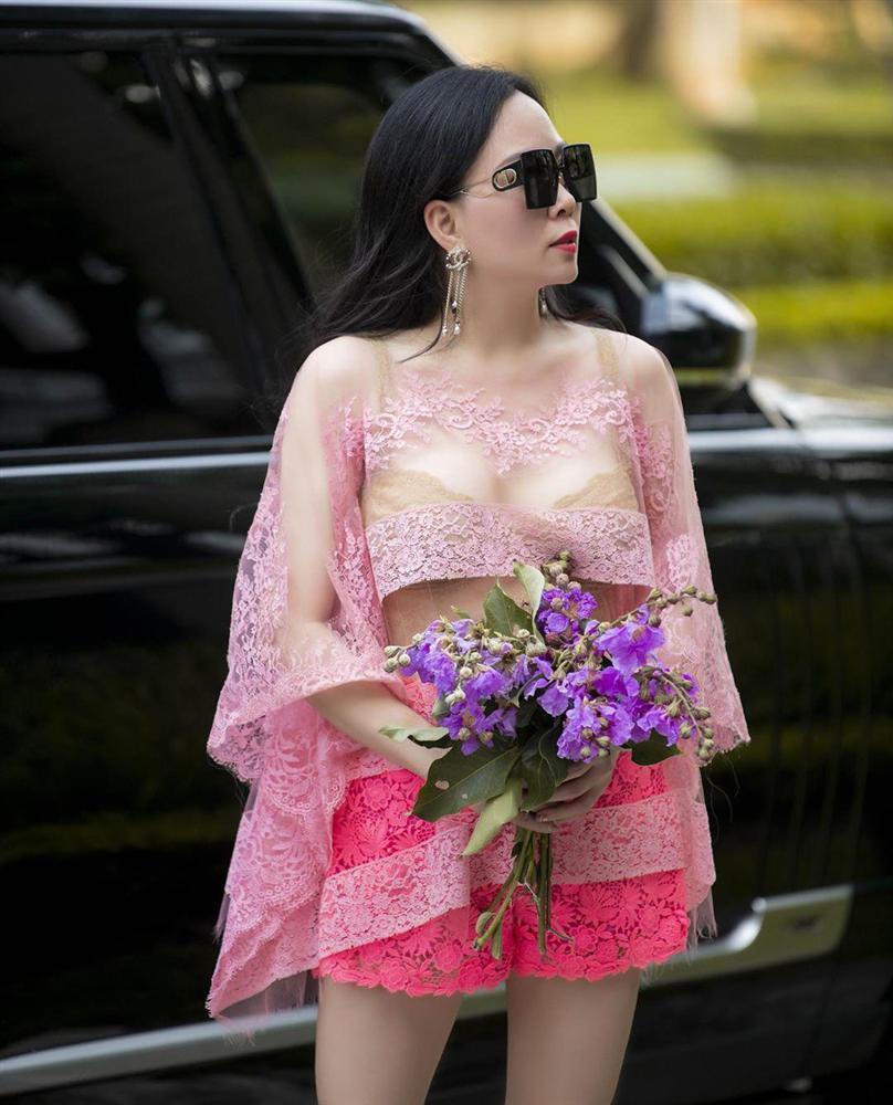 Nghiện đồ ren nhưng lần nào Phượng Chanel mặc cũng thảm họa-2