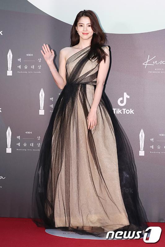 Thảm đỏ Baeksang Arts Awards 2020: Son Ye Jin nổi bật giữa dàn sao hàng đầu-7