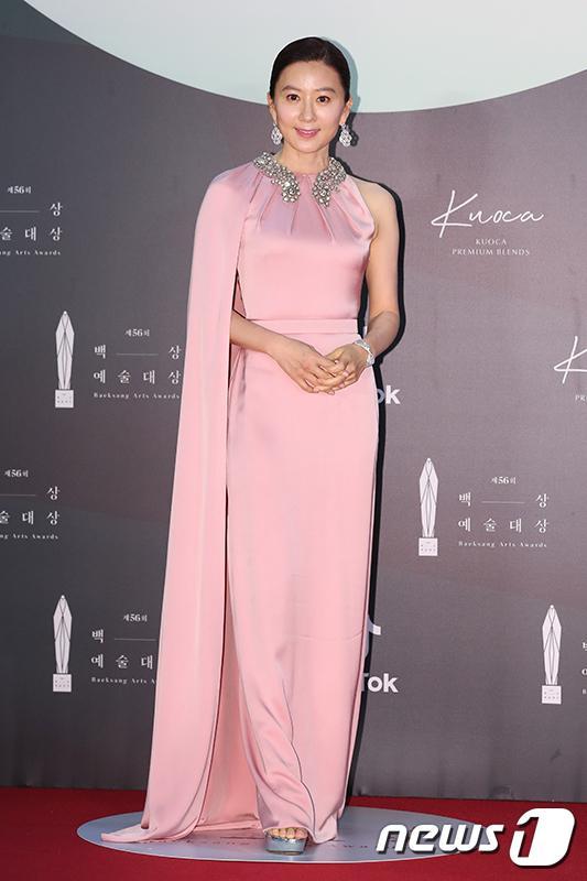 Thảm đỏ Baeksang Arts Awards 2020: Son Ye Jin nổi bật giữa dàn sao hàng đầu-14