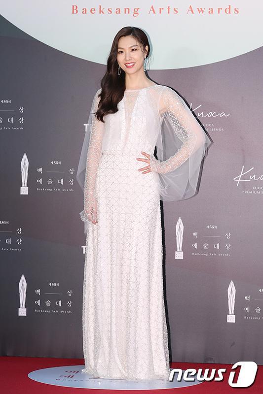 Thảm đỏ Baeksang Arts Awards 2020: Son Ye Jin nổi bật giữa dàn sao hàng đầu-21