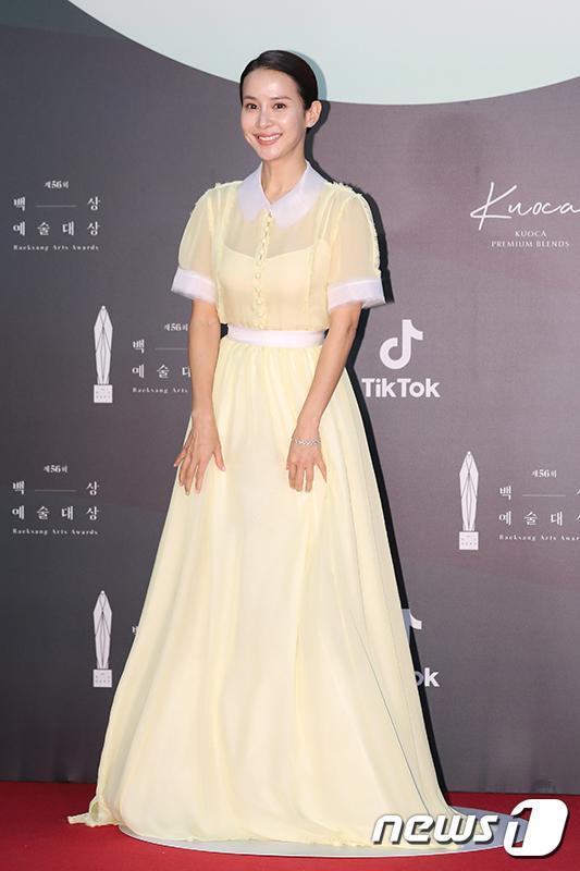 Thảm đỏ Baeksang Arts Awards 2020: Son Ye Jin nổi bật giữa dàn sao hàng đầu-5