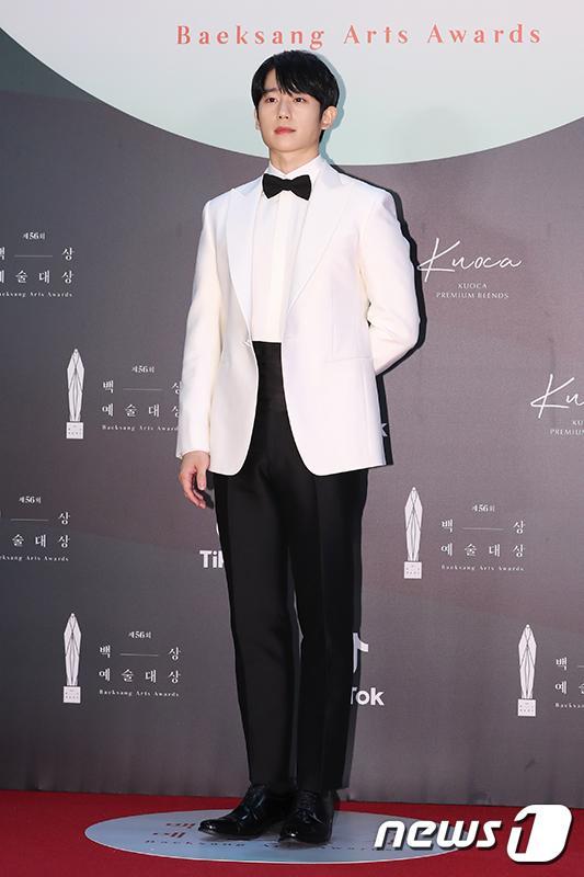 Thảm đỏ Baeksang Arts Awards 2020: Son Ye Jin nổi bật giữa dàn sao hàng đầu-12