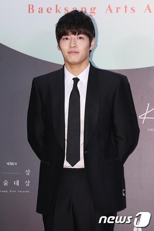 Thảm đỏ Baeksang Arts Awards 2020: Son Ye Jin nổi bật giữa dàn sao hàng đầu-13