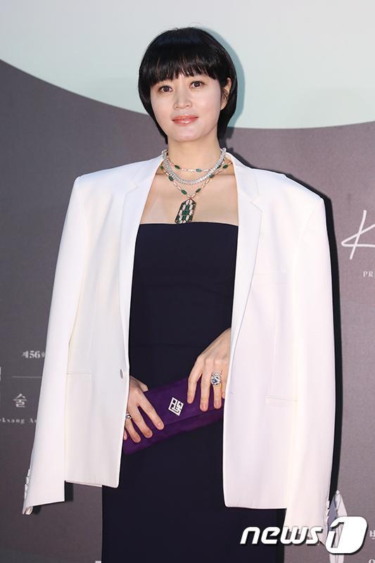 Thảm đỏ Baeksang Arts Awards 2020: Son Ye Jin nổi bật giữa dàn sao hàng đầu-15