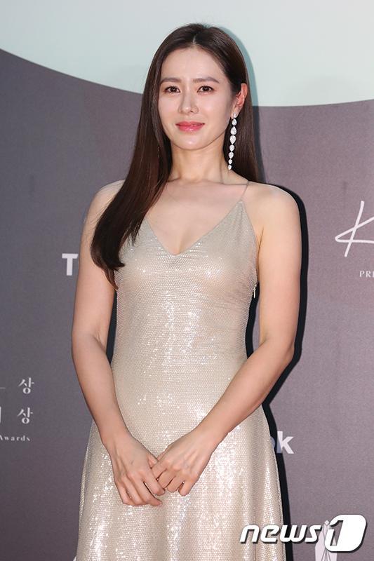 Thảm đỏ Baeksang Arts Awards 2020: Son Ye Jin nổi bật giữa dàn sao hàng đầu-4