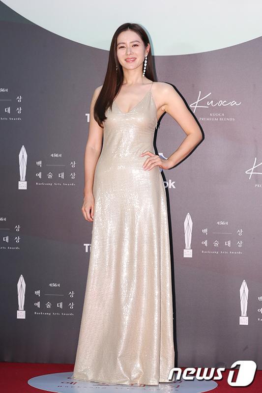 Thảm đỏ Baeksang Arts Awards 2020: Son Ye Jin nổi bật giữa dàn sao hàng đầu-3