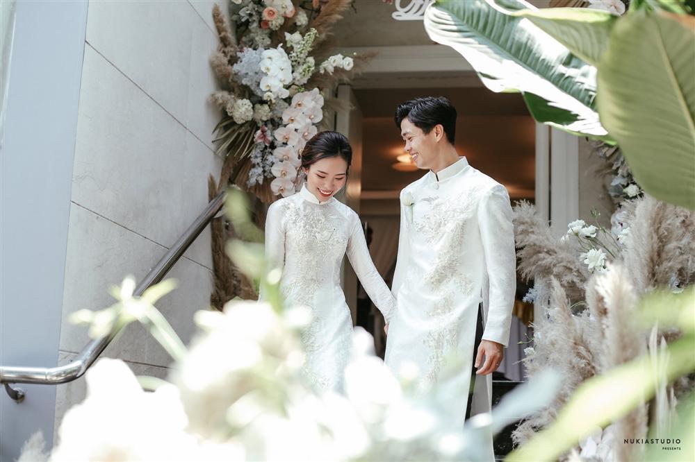 Bất ngờ về áo dài và váy cưới vợ Công Phượng mặc trong ngày đính hôn-3