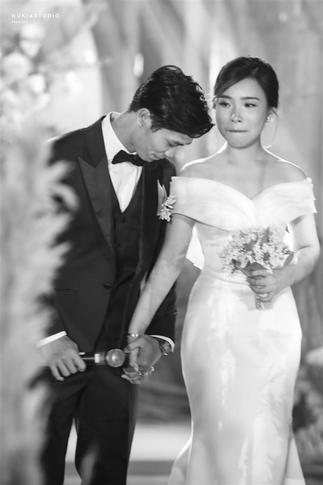 Bất ngờ về áo dài và váy cưới vợ Công Phượng mặc trong ngày đính hôn-10