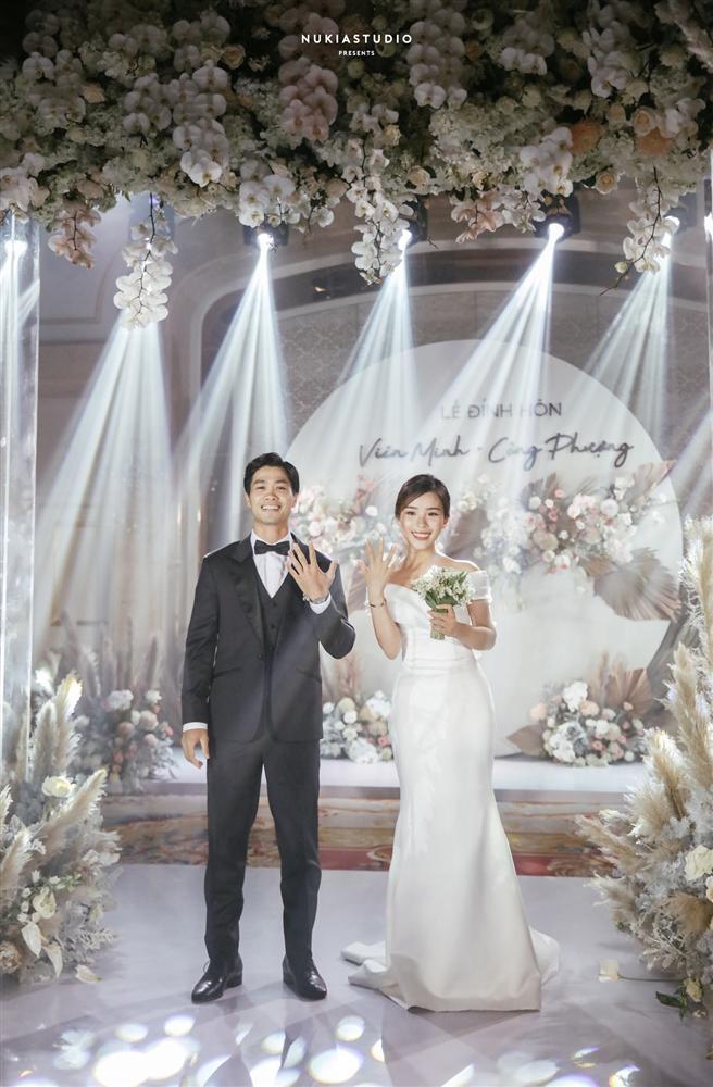 Bất ngờ về áo dài và váy cưới vợ Công Phượng mặc trong ngày đính hôn-8