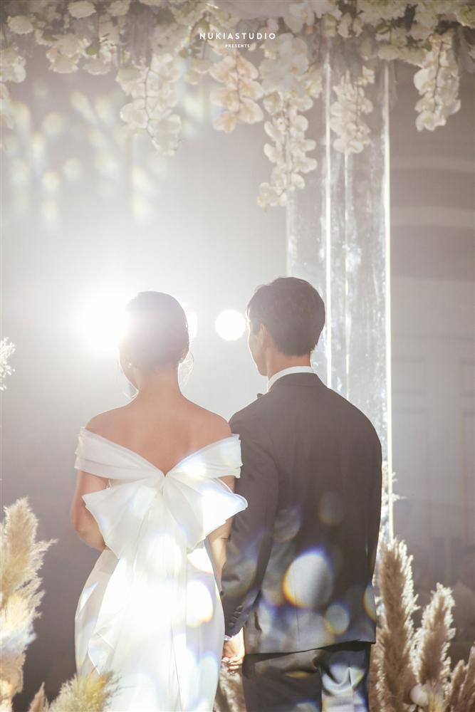 Bất ngờ về áo dài và váy cưới vợ Công Phượng mặc trong ngày đính hôn-9