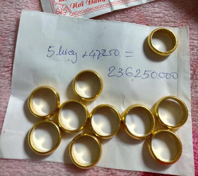 Bị đá xoáy đeo vàng đểu, cô Minh Hiếu khoe luôn hộp hơn trăm cây vàng-2