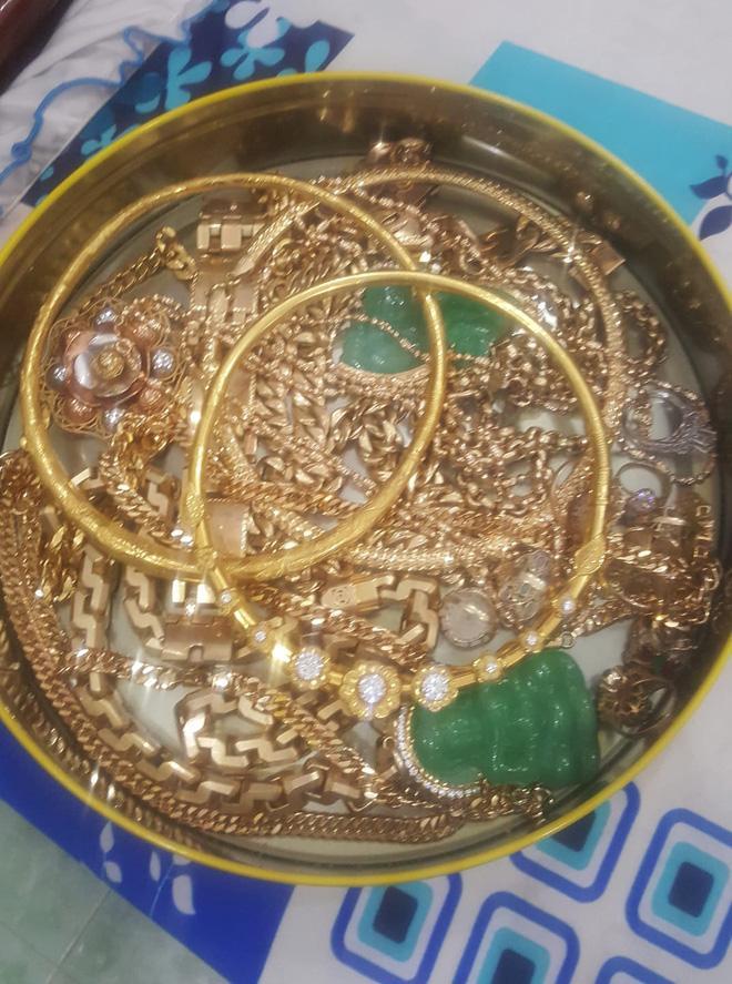 Bị đá xoáy đeo vàng đểu, cô Minh Hiếu khoe luôn hộp hơn trăm cây vàng-5