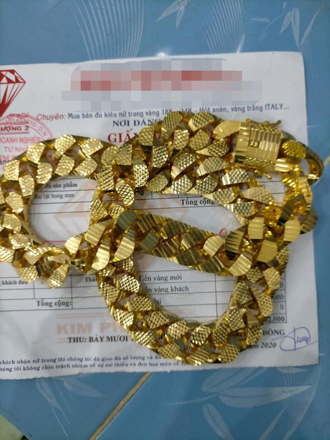 Bị đá xoáy đeo vàng đểu, cô Minh Hiếu khoe luôn hộp hơn trăm cây vàng-3