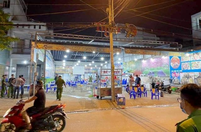 Clip: Gần 200 thanh niên cầm hung khí đánh người, đập phá quán ốc, náo loạn Sài Gòn-7