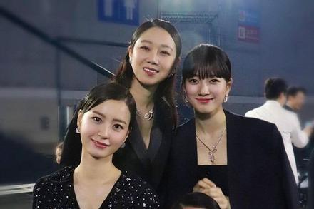 Suzy bị chê kém nổi bật khi đứng cạnh 3 'chị Đại' xứ Hàn