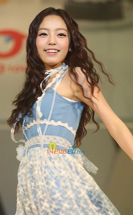 Những idol nữ vừa ra mắt đã thành chủ đề nóng cho fan bà tám-6
