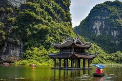 Vẻ đẹp yên bình của sông nước Tràng An