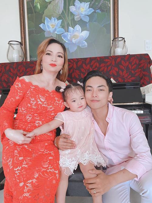 Những mẹ chồng trẻ trung của sao Việt-4