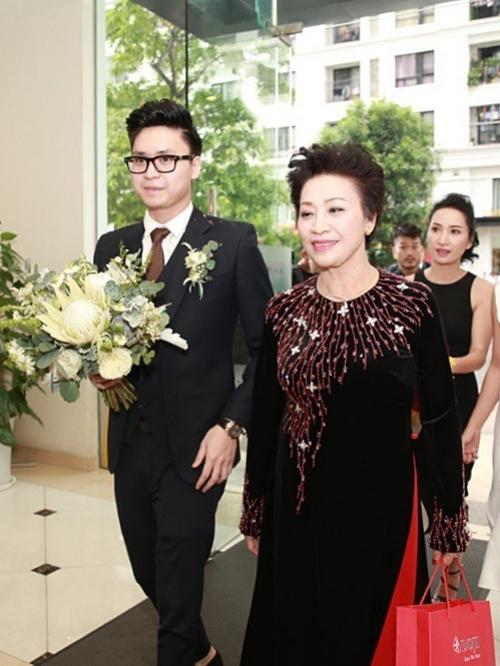 Những mẹ chồng trẻ trung của sao Việt-8