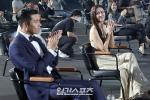 Khoảnh khắc bạn diễn nam kiên nhẫn chờ Son Ye Jin soi gương-5