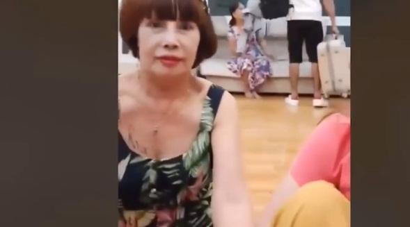 Sau tin đồn bị chồng Tây 28 tuổi bạo hành, cô dâu Việt 65 tuổi lên tiếng-1