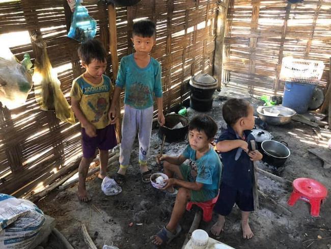 Thực hư thông tin 4 đứa trẻ chia nhau bát cơm ăn chung với xác ve sầu-2