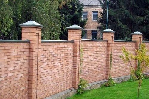 Chớ nên xây tường rào quá cao, chuyên gia phong thủy khuyên rằng chỉ nên đặt hàng rào ở mức này kẻo rước về vận xui-2