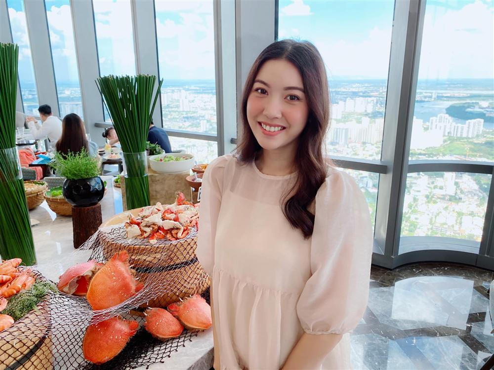 Á hậu Thúy Vân đăng loạt ảnh mặc váy thùng thình như bà bầu đích thực-4