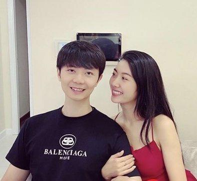Á hậu Thúy Vân đăng loạt ảnh mặc váy thùng thình như bà bầu đích thực-7