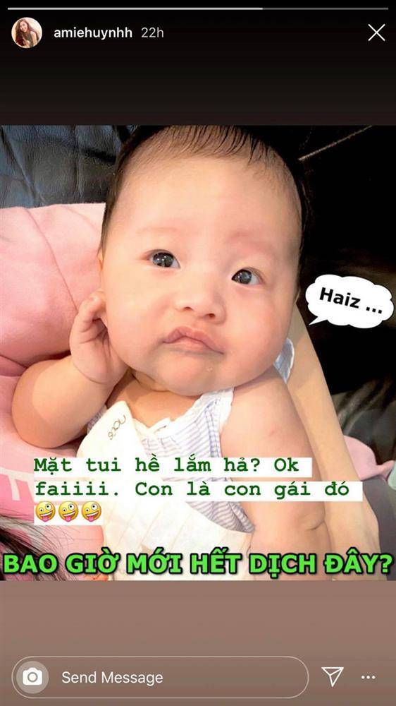 Cưng muốn xỉu ảnh cháu gái 3 tháng tuổi của Trấn Thành lần đầu được mẹ cho diện bikini-5