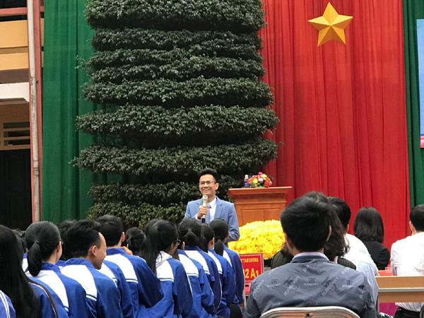 Đột phá hình online cùng 'ngôi sao hình học'- thầy Phạm Hữu Giang-2