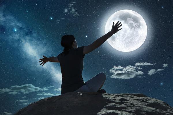 2 tuần tới, trăng tròn và nguyệt thực tại Nhân Mã cuốn các chòm sao vào vết xe đổ trong tình yêu-3