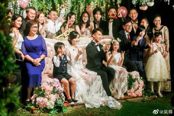 Ngô Tôn bật khóc trong đám cưới sau 16 năm chung sống với vợ-2