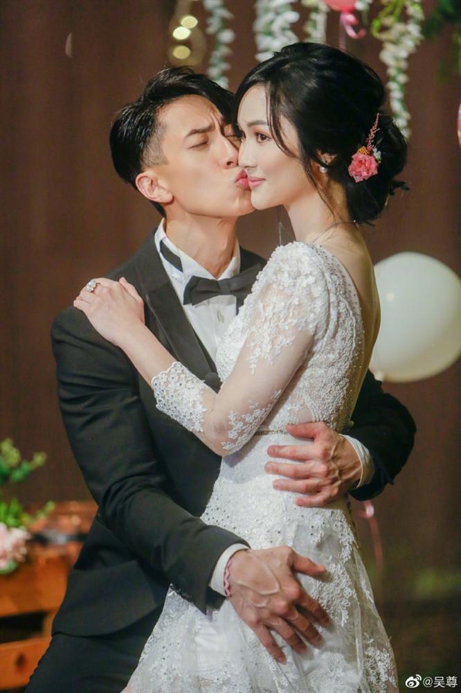 Ngô Tôn bật khóc trong đám cưới sau 16 năm chung sống với vợ-6