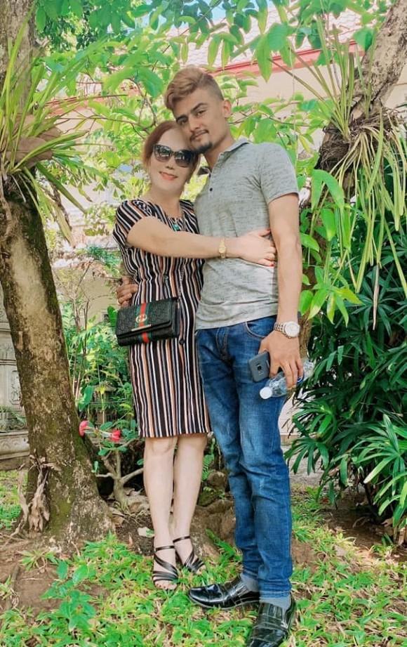 Cô dâu 65 tuổi khoe được chồng bóp chân: Nếu chọn lại, tôi vẫn chọn anh ấy-4