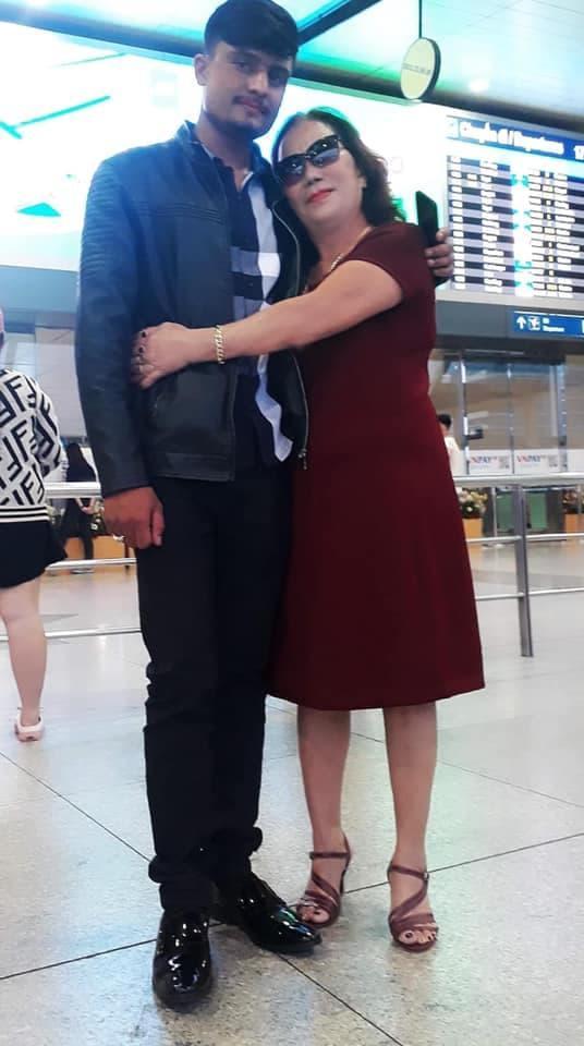 Cô dâu 65 tuổi khoe được chồng bóp chân: Nếu chọn lại, tôi vẫn chọn anh ấy-5