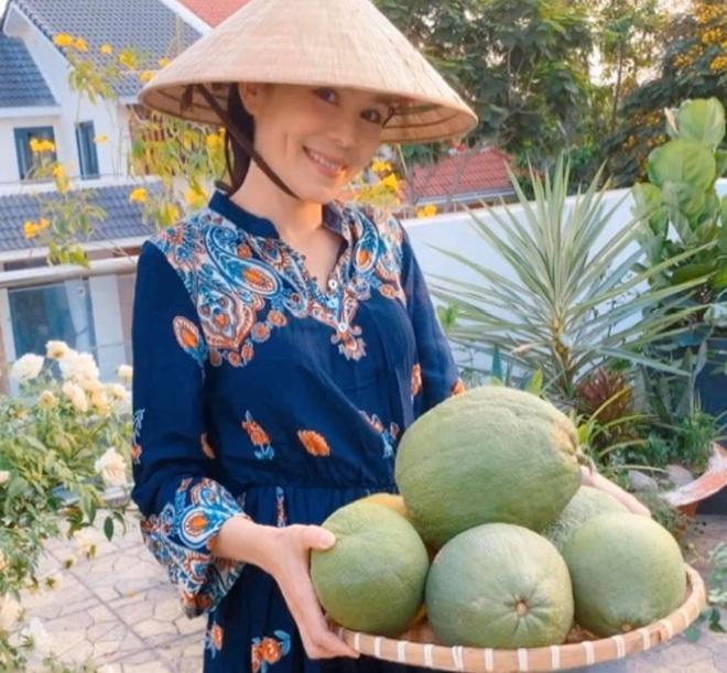 Nhà vườn rộng rãi tràn ngập cây trái của sao Việt-3