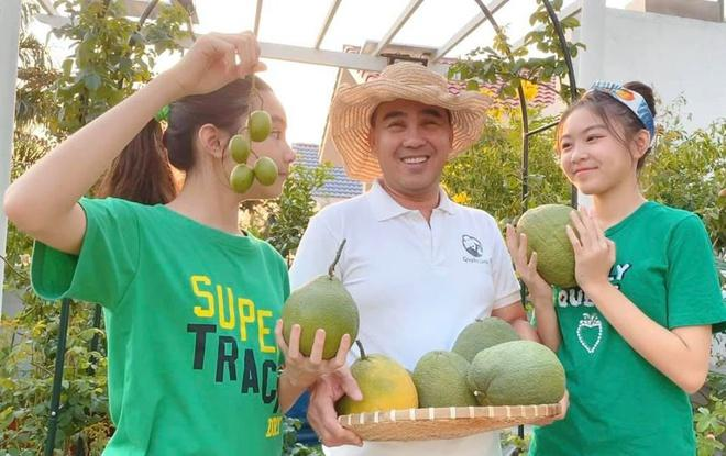 Nhà vườn rộng rãi tràn ngập cây trái của sao Việt-2