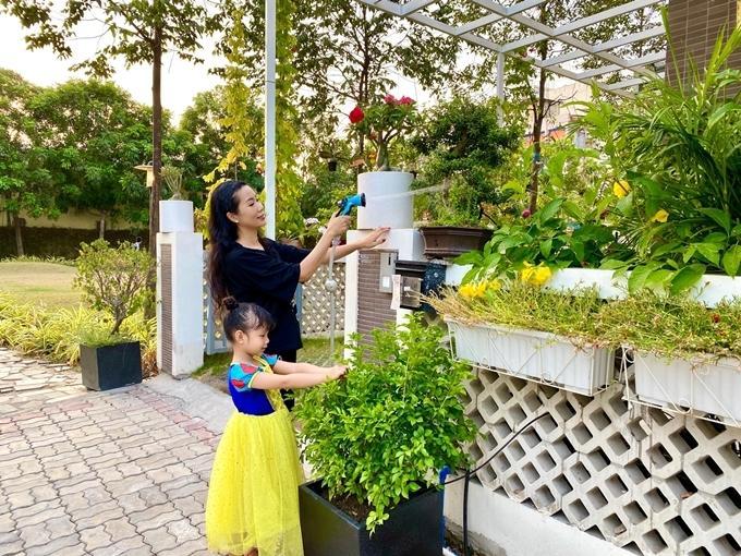 Nhà vườn rộng rãi tràn ngập cây trái của sao Việt-11