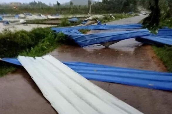Lốc xoáy ở Vĩnh Phúc làm sập công ty gỗ, 3 người chết, gần 20 người bị thương-3
