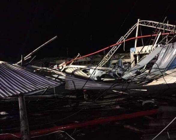 Lốc xoáy ở Vĩnh Phúc làm sập công ty gỗ, 3 người chết, gần 20 người bị thương-5